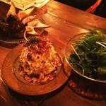 ボンメゾン - パクチーサラダとポテトサラダ(。・(エ)・。)ノ  川越シェフが100点つけてたカツレツも食べたよ。(写真撮り忘れ)