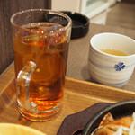 くれおーる - ランチドリンク(ウーロン茶)とお茶