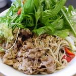 蕎麦DAYS - 冷つけ肉ベジ、野菜をかき分けて