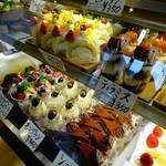 デュプレいしい - 店内のケーキ