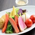 旬の生野菜盛り アンチョビソース添え