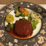 45629684 - メイン料理のハンバーグ サラダを添えて