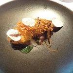 レストラン マノワ - くぬぎマスのミ・キュイ 燻製芋のピューレと共に(2015.11)