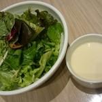 RIGOLETTO ROTISSERIE AND WINE - サラダ・スープ。