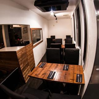 カウンター席もありカジュアルにお食事が楽しめます。
