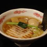 45633196 - 龍ひげ醤油らぁめん 730円 + 味玉 100円