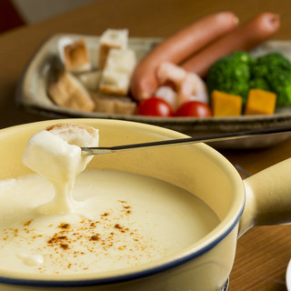 4種類のチーズを使用し、コクと深みがある『チーズフォンデュ』