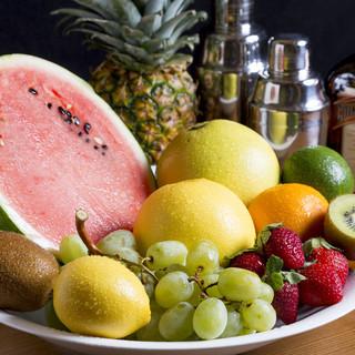 季節のフルーツを使った、お客様の好みに合うカクテルを