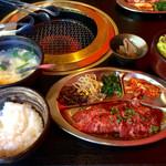 yakinikudoukaisan - カルビ&ハラミ定食
