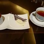 45637715 - 食後のデザートと、紅茶。