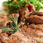 トスカネリア - こだわりの豚肉を使用した炭火焼