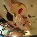 ヴィレッジヴァンガードダイナー イオンレイクタウン - 見上げたらこんなオブジェが。かわいい!