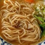 45642611 - 麺・細麺ストレートで若干ボソっとした食感                        スープとの馴染みも抜群。