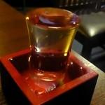 蔵吉 - 地酒をこぼれんばかりに並々と