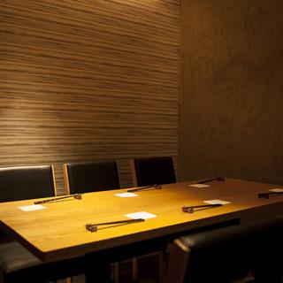 カウンターはもちろん、テーブルもございます。