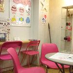 KURAGEクレープ - 結構広いカフェスペース
