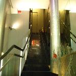 ラルモニー デュ ヴァン ピュール - 階段を上って二階まで行くのだ。
