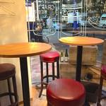 Grill&Wine RED3 - 外人さんお気に入り窓際ハイチェアテーブル