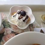 イングリッシュガーデン・ローズカフェ - シフォンケーキとホイップ,ベリー,チョコソース