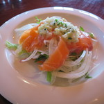 和華 - 前菜:キングサーモンのサラダ