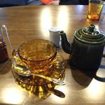 太陽ノ塔 - 安心のノンカフェ!タンポポコーヒー。紅茶のようなサラッとしたお飲み物。セットドリンクなのにポットで来た!2杯分以上ある