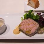 トラットリア ガルガ - シェフ特製お肉のパテ、ピクルス添え