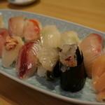 江戸前鶴鮨 - あわびもカワハギ肝のせも金目鯛も伊勢えびも!こみうり新聞イチオシ!地物にぎり 2,800円