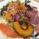 45667410 - ランチセットのサラダと前菜盛り合わせ