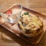 カフェ グローブ - 季節のキッシュ (ベーコンとマッシュルーム)