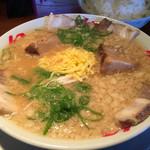 幻のラーメン亭 - スープはこってり。あっさりとこってりから選べます(^^)