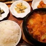 45673917 - ユッケジャンナスのナムル、チヂミ、カクテキ                       韓国オモニのお味