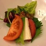 徳音 - 豆腐のカプレーゼが少々(^^;)刻んでサラダにした方が?