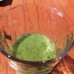 45680623 - アボカドのジュース。グレープフルーツなどを混ぜて甘味を出す。