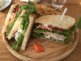 Ron Herman Cafe 逗子マリーナ店 - ソフトクラブのサンドイッチ