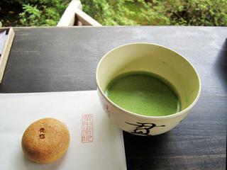 青蓮院門跡 - 青蓮饅頭と抹茶