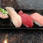 グルメ回転寿司市場 - 料理写真:マグロづくし