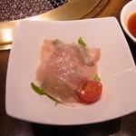 ワンカルビ - 料理写真:付き出し的なサラダ
