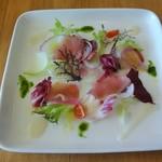 45685357 - 鮮魚のカルパッチョ 彩り大根サラダ添え