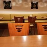 chuukaryourihisuien - 店内テーブル席のみです。