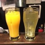 仲町ガバチョ - ドリンク2杯と串焼き3本選べるコース1人、1500円です。