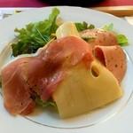 45689905 - 2310円魚料理のランチ 生ハムとチーズのサラダ