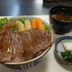 45691003 - ステーキ牛丼・特上(1800円)