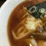 らーめん 来集軒 - ワンタン麺のスープ