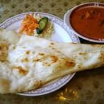 モティ - ランチ:野菜カレー(辛さ増)、巨大ナン
