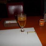 神戸フレンチ - 生ビールが料理の出を待つ