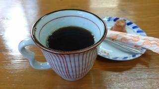 紅龍菜館 - サービスコーヒー