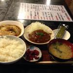 村役場 - 日替わりランチは煮込みハンバーグ 700円(外税)
