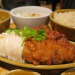 シンガポール 海南鶏飯 - シンガポールチキンライス(ハーフ&ハーフ)
