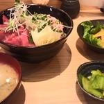 匠屋 あいべ - 鮪とネギトロの二色丼定食(900円)