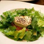 茂ル木 - 黒毛和牛モモ肉のタルタル ヤギチーズのあぶりのせ